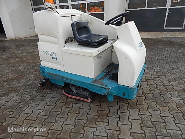 TENNANT 7200 E Scheuersaugmaschine Aufsitzmaschine scrubber dryer
